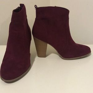 Express-size 7 - maroon and tan heeled boots